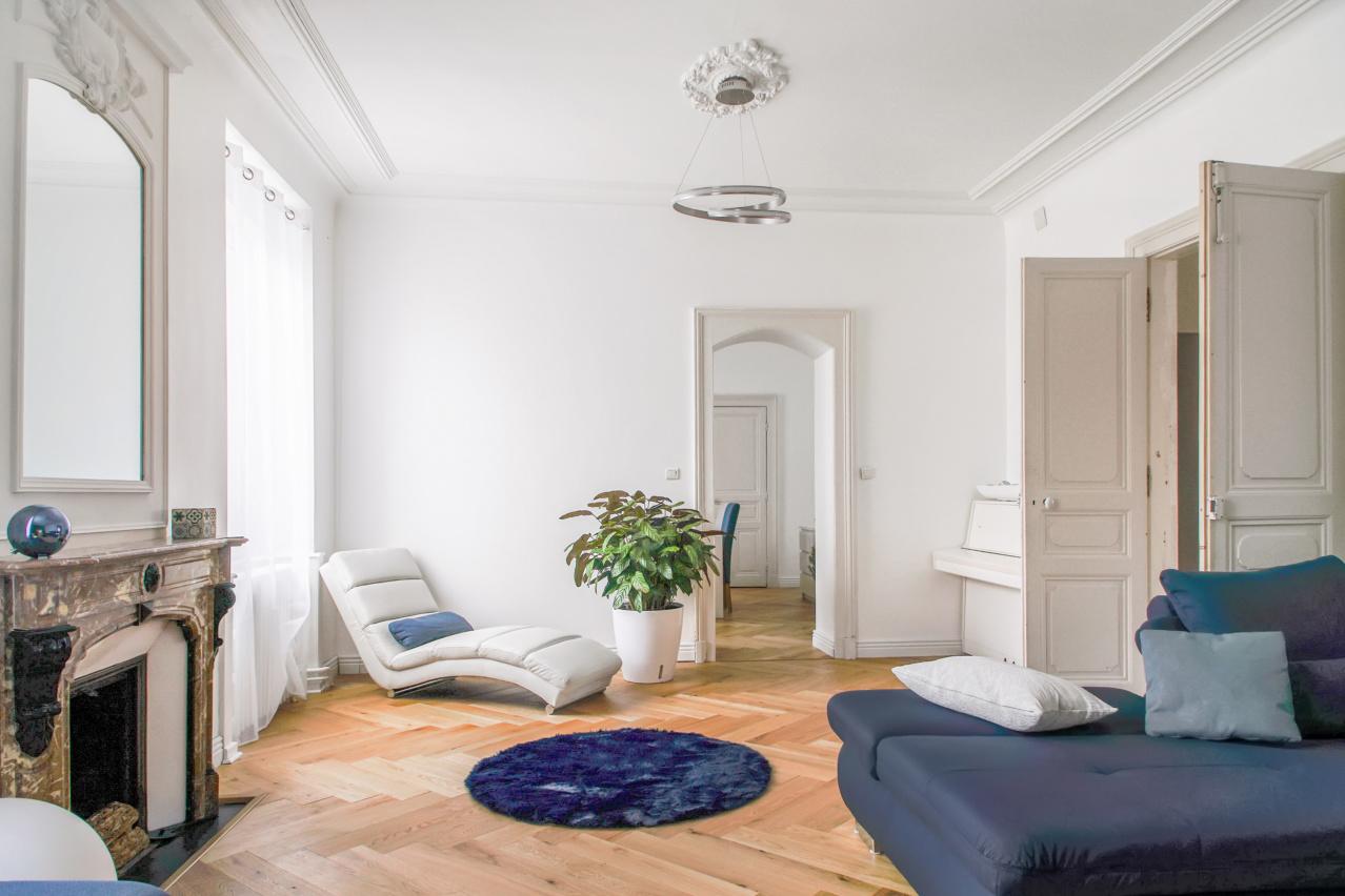 Belle réalisation : sublimer un appartement haussmannien grâce au parquet chevrons